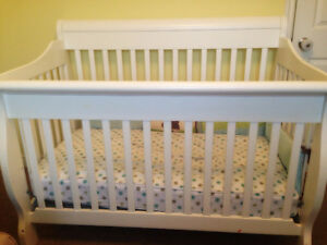White Crib with Mattress & Day Bed Rails