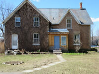 CHARACTERISTIC COUNTRY HOME ON EDGE OF BROCKVILLE