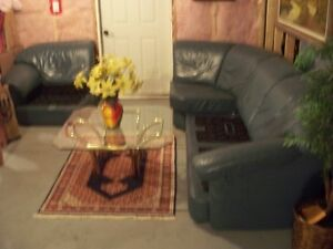 IMPORTED ITALIAN LEATHER 3-PIECE COUCH Windsor Region Ontario image 3