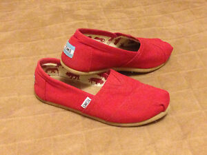 Toms Shoes almost new, size 5