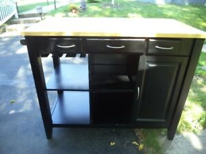 KITCHEN CENTER SELLING AT A GOOD PRICE
