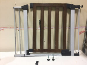 BABY GATE AND SAFETY LATCHES