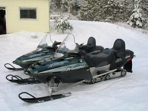2 belles Moto-Neige Polaris Frontier  2003