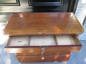 Antique chest - ancien bureau West Island Greater Montréal image 3