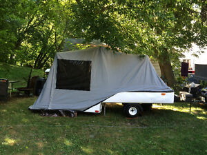 Accordion tent trailer