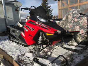 """2014 polaris pro rmk 800 , 155""""  8300$ or take over the payments"""