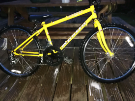 ADULTS APOLLO FORMA BIKE IN GREAT CONDITION.