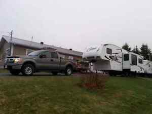Pick-Up F150 et campeur Fifth-Wheel Cougar Deluxe