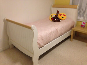 White/wood Sleigh Twin Bed