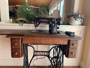 Vintage Singer Sewing Machine Cabinet | Kijiji in Ontario