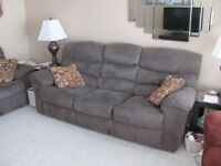 2 Matching couches/sofas