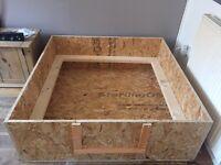 Dog whelping box
