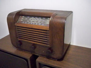"""Canadian made """"RCA Victor""""Tube Radio Receiver Model A-23."""