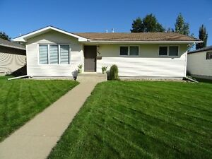 Immaculate Bungalow in Prince Albert's West Hill