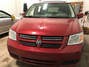 2009 DODGE GRAND CARAVAN HAS 167448 KMS STOW AND GO !