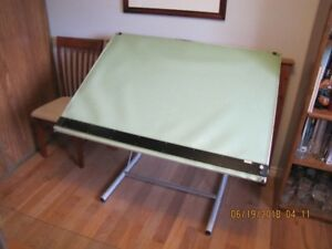 Drafting/drawing table