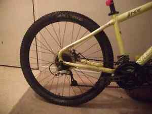 Norco Indie 3 2015 *glows in the dark* neon green Cambridge Kitchener Area image 7
