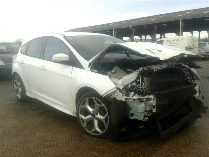 ford focus 20t 250ps 2014 st2 in white salvage sale