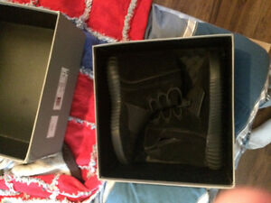 Yeezy 750 triple black for sale
