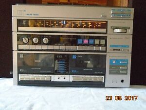 Stereo turntable am/fm receiver and speakers