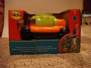 New Bruin - Bubble Lawn Mower