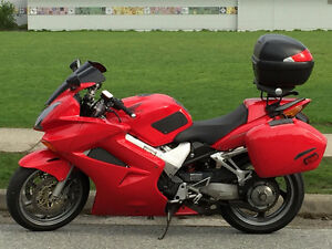 VFR800: Refined Sports Touring
