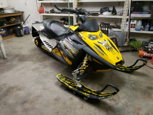 Make an offer  2006 skidoo mxz 800 low miles