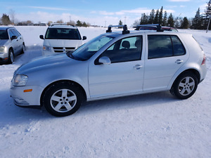 2009 Volkswagen Golf City. 4 cyl.  Auto. 103,000 km. $5,900 .