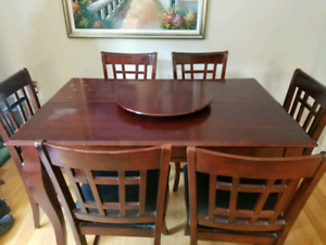 Pub style table and chairs /w lazy susan