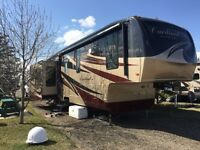 2010 Cardinal 5th Wheel, 3515 Model Immaculate, Full Body Paint