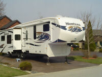 Montana Luxury 5th Wheel, Model 3615RE
