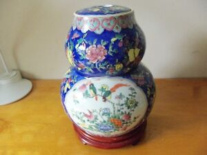 Chinese Gourd Vase with Stand,两面开窗五彩花鸟葫芦瓷瓶