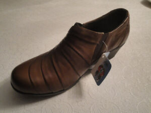 SIZE 39 ORTHOPEDIC BROWN LEATHER COMFORTABLE SHOES, BRAND NEW!
