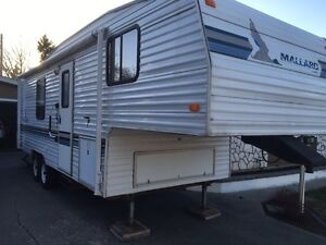 1998 Mallard 5th wheel trailer