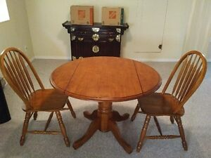 Round Oak table and 2 chairs