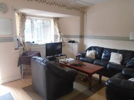 LOVELY SPACIOUS 3 DOUBLE BED MAISONETTE WITH GARDEN - EXCELLENT TRANSPORT LINKS!!!