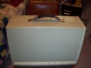 OLDER STYLE SINGER SEWING MACHINE FOR SALE