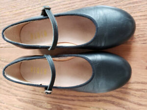Girls Black Tap Shoes.  Bloch brand.  Size 1.5. Excellentition.