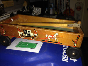 SMALL VINTAGE WOODEN HORSE CARRAIGE WAGON - PARKER PICKERS -