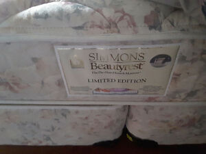 Simmons BeautyRest  Queen  Bed Box Spring .Mattress and Frame