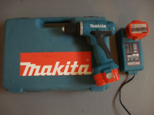 """MAKITA Rechargeable NiCd 3/8"""" Driver Drill 6260D 9.6V"""