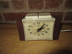 VINTAGE ALARM CLOCK, DIALITE, WESTCLOX ELECTRIC, WORKS Stratford Kitchener Area image 1