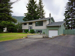 Great solid family home, huge yard in Westsyde !