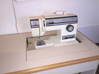 Singer Limited Edition 6230 Sewing Machine with Cabinet -