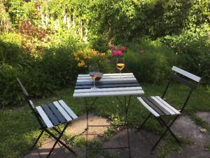 Ensemble patio, 2 chaises et 1 table