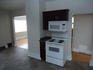 MAIN FLOOR HOUSE -ADULT ONLY -CENTRAL WEST HILL - JAN.1 $950