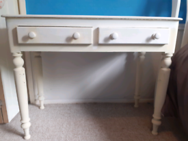 Dressing table , hall table .