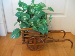 UNIQUE VINTAGE SOLID WOOD DECORATIVE OX-CART CENTERPIECE