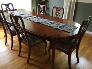 Beautiful dining room table, 6 chairs, china cabinet and buffet
