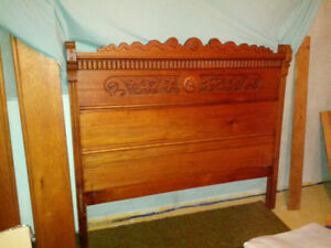 Beautiful Antique Oak Bed